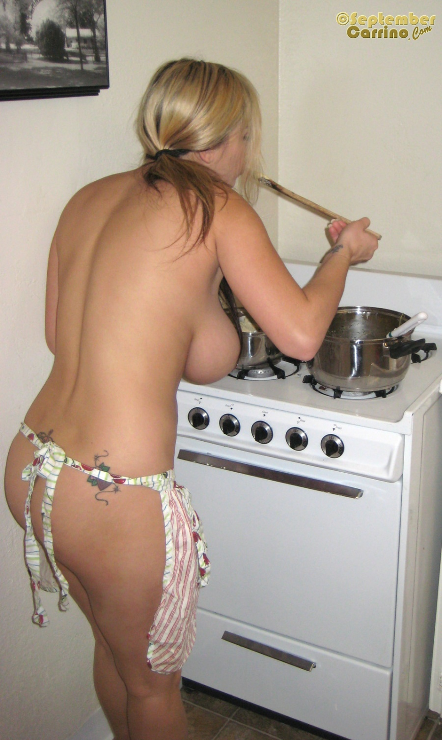 Guy Cooking Naked For Girl