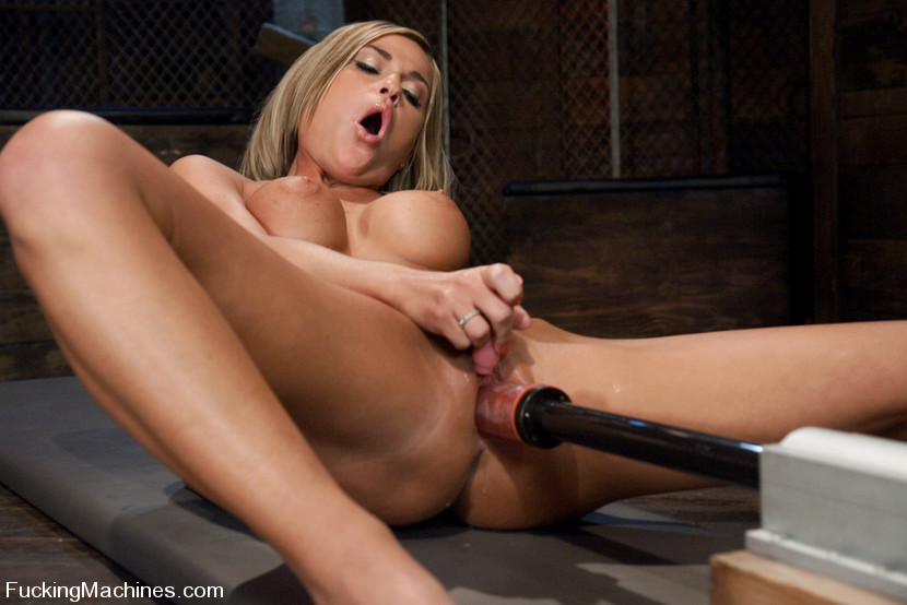 Holly michaels squirt during hard pounding 1