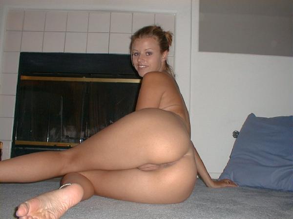 Huge boobs bouncing