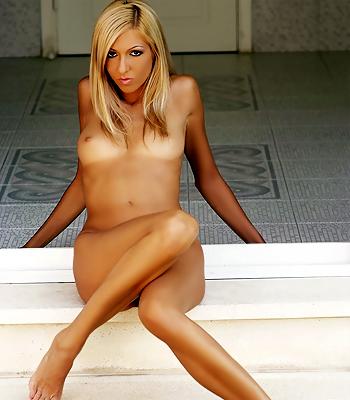 MC-Nudes Butt