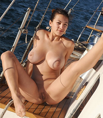 Sofie boob cruise on Femjoy