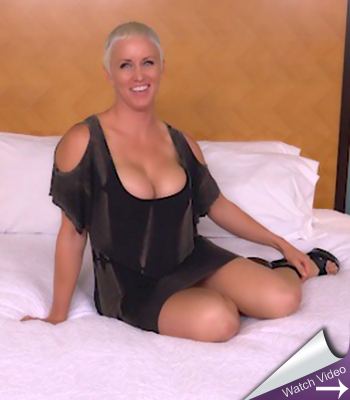 Stacked blonde milf on mompov