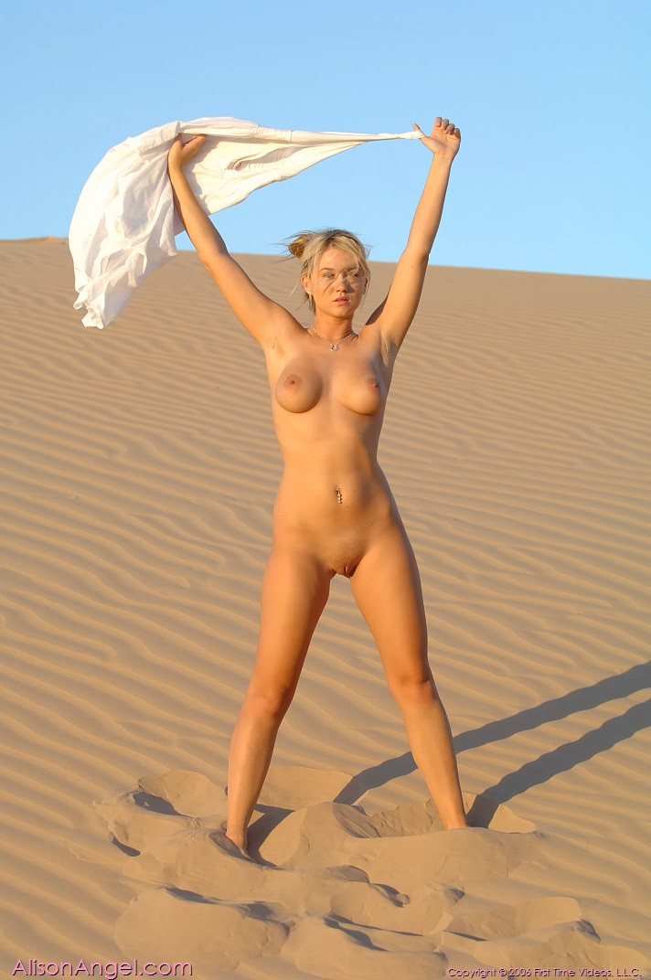 women getting anel naked