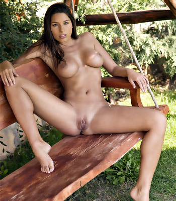 sexy-girls-sitting-naked
