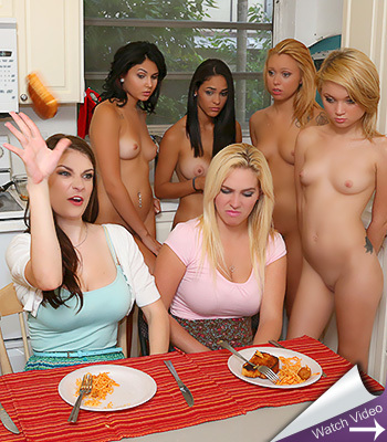 Haze her sexy amateurs in the kitchen